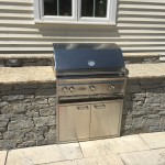 OUTDOOR GRILL WITH CHATHAM BLEND VENEER AND GRANITE COUNTER