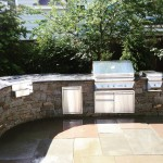 OUTDOOR KITCHEN FEATURING CHATHAM BLEND VENEER, TWIN EAGLES APPLIANCES